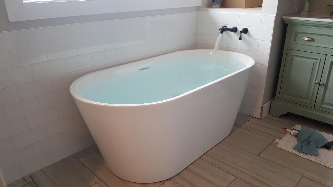 South Jordan, UT - Install new bath tub in South Jordan, Utah.