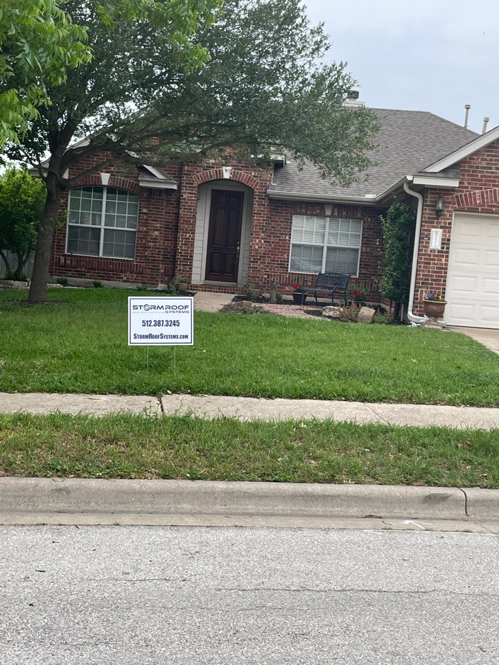 Pflugerville, TX - Free roof inspections for hail damage on this architectural shingle in Austin!
