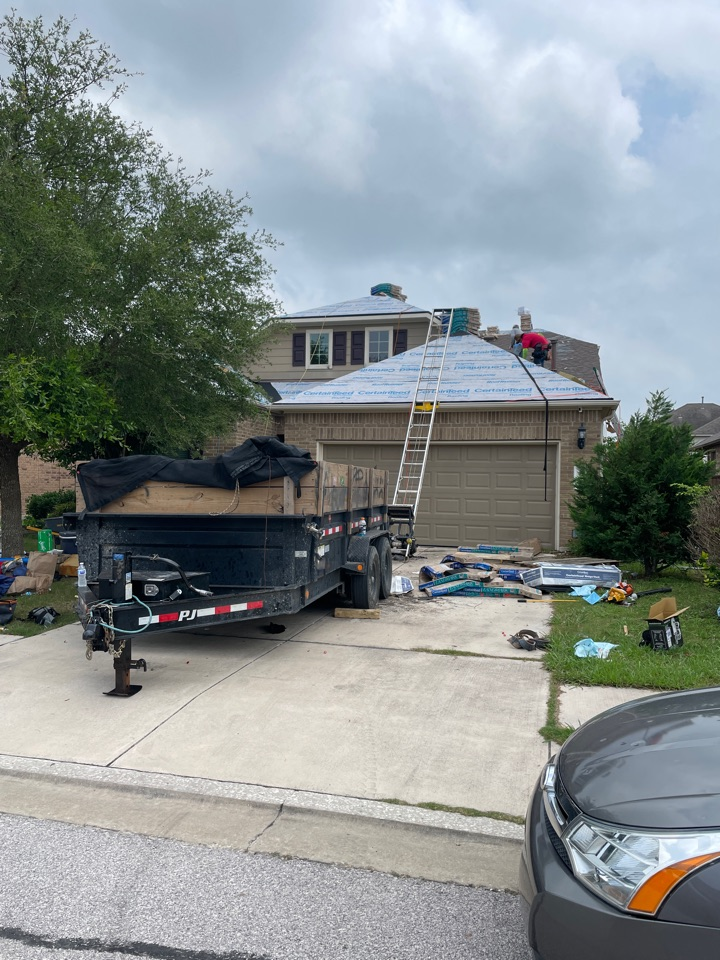 Pflugerville, TX - Full insurance based approval with Allstate here in Pflugerville, TX just north of Austin. Replacing with CertainTeed Landmark Laminate Shingles.