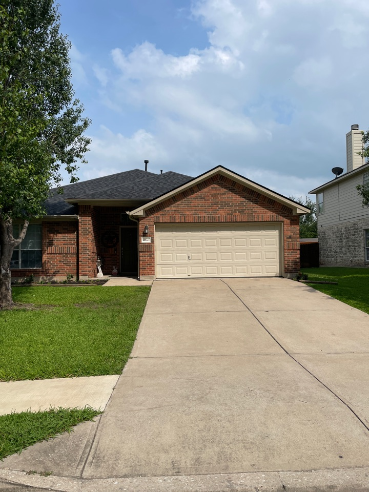 Pflugerville, TX - Another complete replacement in Pflugerville, TX just north of Austin. All paid for through the customer's homeowner insurance.