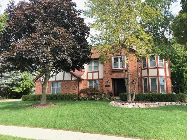 Plymouth, MI - Kearns Brothers Inc is providing estimate for full siding replacement.