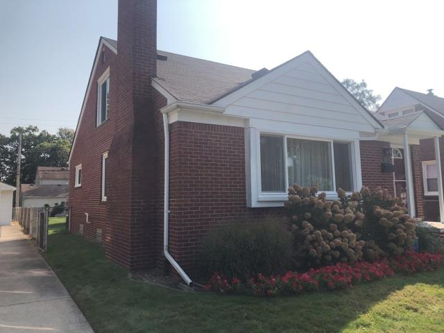 Dearborn, MI - Kearns Brothers Inc Estimating new lifetime warranty Vinyl Siding from Certainteed for a new customer