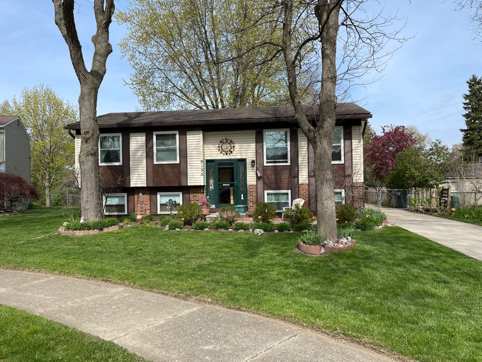 Plymouth, MI - Kearnsbrothers roofing quoting Nua Timberline high definition Z shingles in Plymouth Michigan