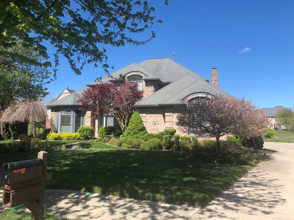 Canton, MI - Kearns Brothers Inc Quoting restorations vinyl windows and GAF lifetime roofing system for this homeowner.