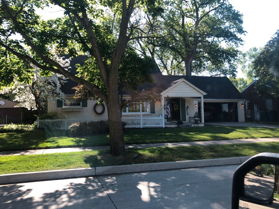 Dearborn, MI - Kearns Brothers Inc. Providing a free roofing inspection.