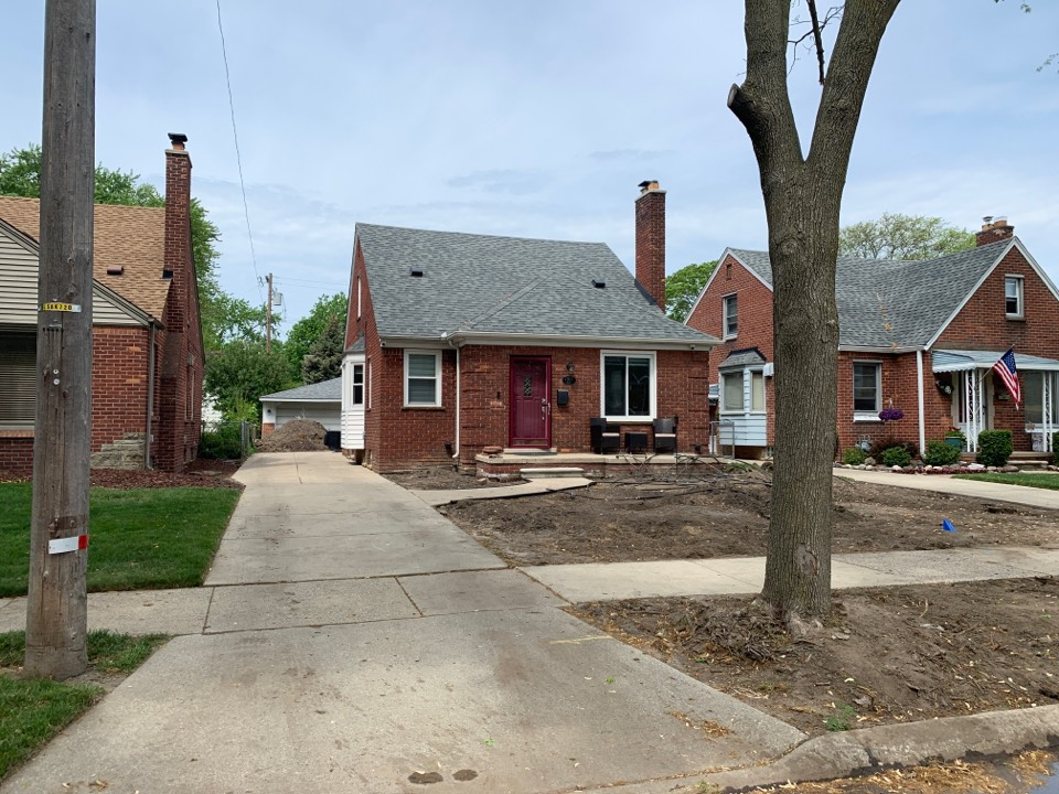 Dearborn, MI - Looking to replace the existing gutter system with a new 6 inch commercial grade gutter system. Also install clean sweep leaf protection. Installed by Kearns Brothers Inc.