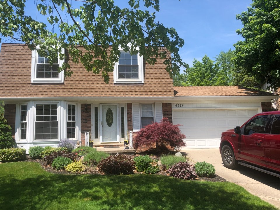 Plymouth, MI - Inspecting siding and windows. Quoting restorations Sunrise vinyl window system. New vinyl siding and 5 inch residential seamless gutter system. Certainteed vinyl siding.  To be installed by Kearns Brothers Inc.