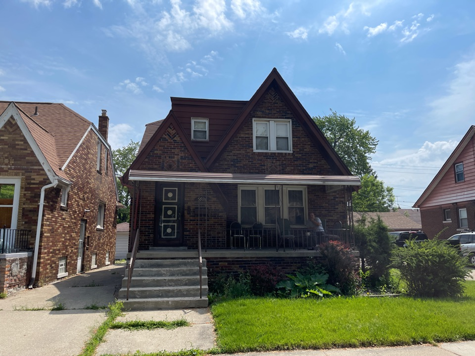 Dearborn, MI - Kearns Brothers Sales Team inspecting house for possible roof replacement to do GAF Timberline high definition shingle
