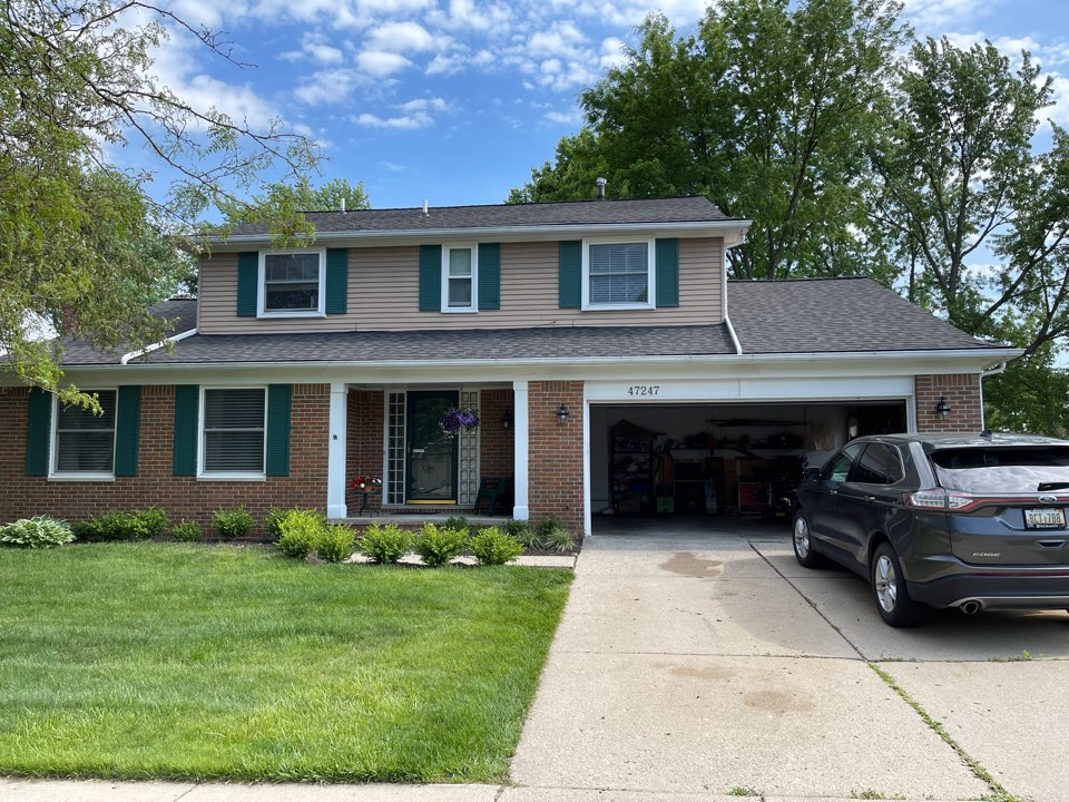 Canton, MI - Kearns Brothers Inc. install new Certainteed vinyl siding and new 5 inch K style gutters