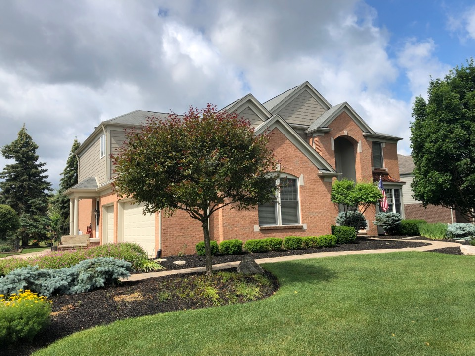 Northville, MI - Kearns Brother Inc Providing free roof inspection and estimate for Timberline HDZ lifetime GAF roofing system.