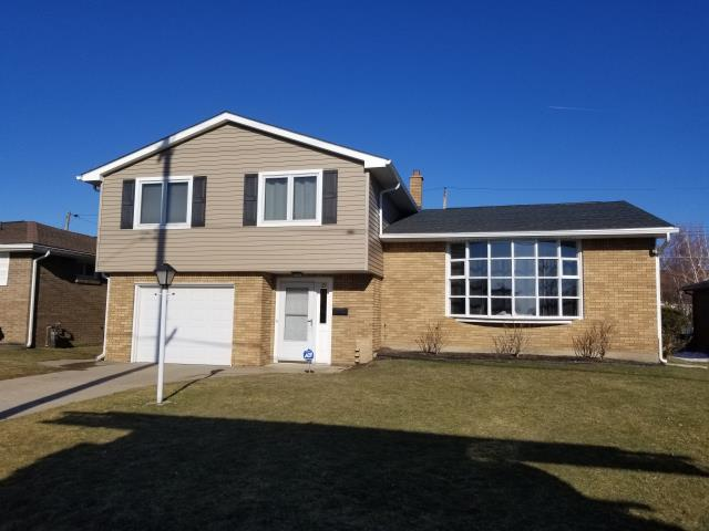 Buffalo, NY - Installed new GAF roofing in Charcoal and Tuscan Clay vinyl siding in Cheektowaga