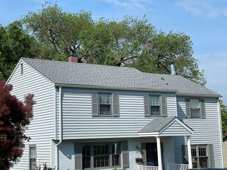 Lutherville-Timonium, MD - Another beautiful new Timberline HDZ lifetime roofing system installed to GAF Golden Pledge specifications. Color oyster gray.