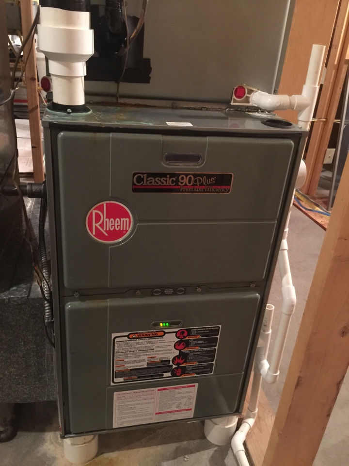 Roanoke, IN - Yesrly maintenance on a 90%% Rheem Furnace