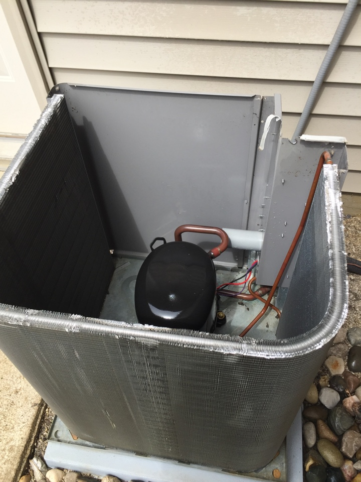 Roanoke, IN - Yearly maintenance on a Rheem A/c