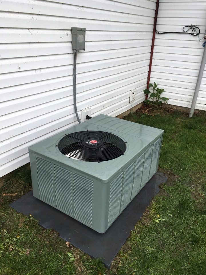Huntington, IN - Performing Ac spring cleaning on rheem equipment
