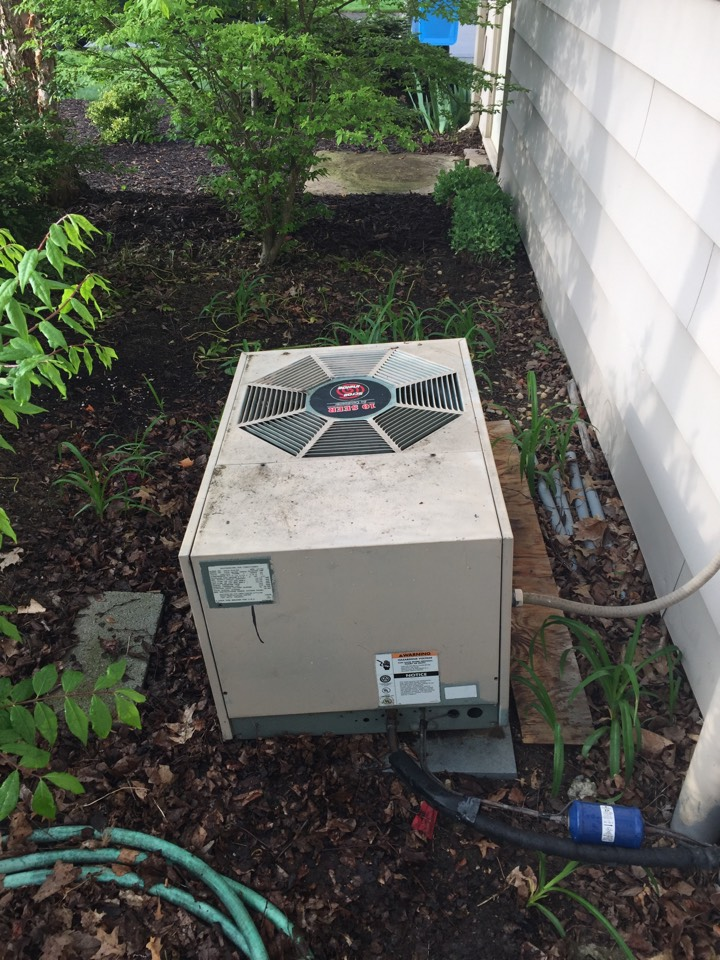 New Haven, IN - Annual maintenance on a/c unit
