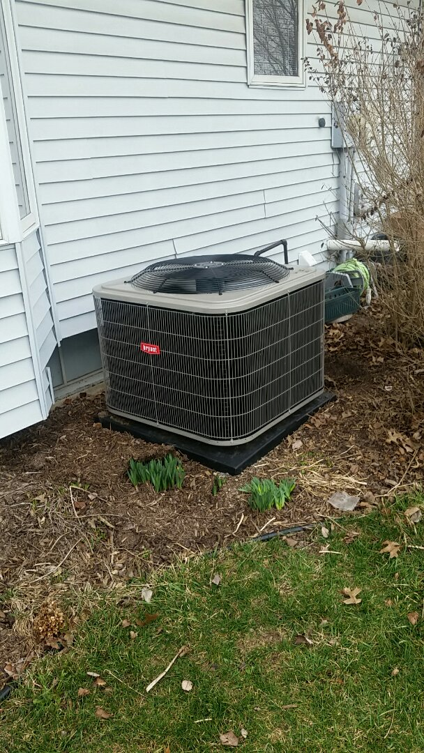 Fort Wayne, IN - Perform the installation startup on a Bryant air conditioner