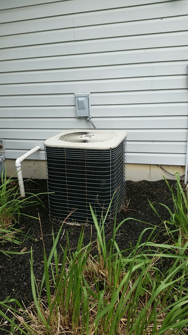 Fort Wayne, IN - No cooling service call on a Lennox two and a half ton air conditioner