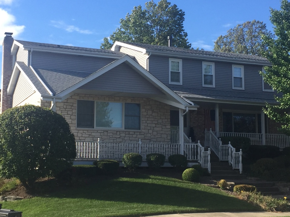 """Orland Park, IL - Another great GAF Lifetime 30yrs Architectural Asphalt Shingle. Synthetic Underlayment/DCI Smart Vent installed/Ridgevent and 6' of ice shield. Clients are now """"Bee Free"""" and loving it! Fall in Illinois is the perfect time to replace your roof."""
