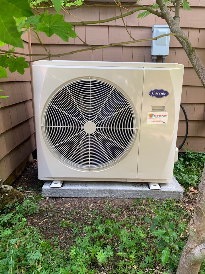 Medford, OR - Carrier ductless confessor coil is working with a hybrid gas furnace providing seriously high energy efficiency for both heating and cooling!