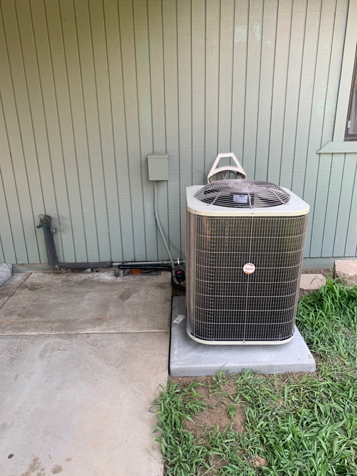 Grants Pass, OR - New heat pump installation for a home that is being sold. Payne heat pumps are a good option for cost conscious applications.