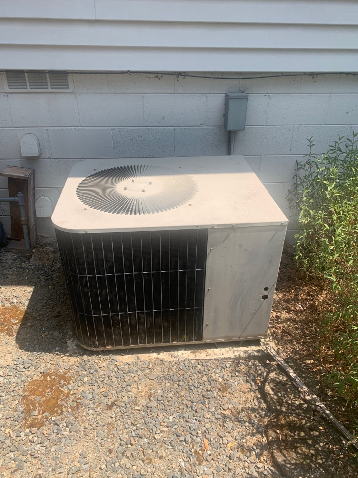 Medford, OR - Replacement of an existing 4 ton air conditioner with new as the compressor has gone out with this one. Will be installing a 13 SEER system which is minimum code but homeowner has sold home and the system went out just before closing on the sale. Even being minimum standard the new system will operate much more for entry than the existing did.