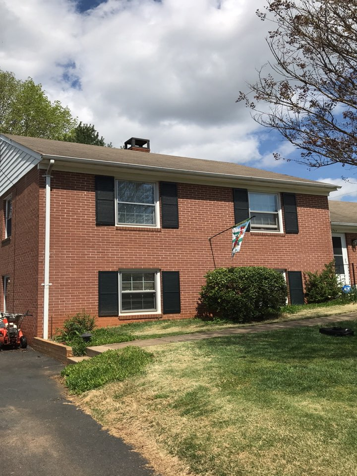 Charlottesville, VA - Shingle roof needs to be replaced with GAF HDZ shingle . 50 year warranty