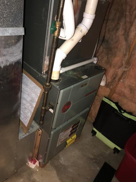 Reynoldsburg, OH - Found faulty gas valve and inducer motor on Rheem furnace. The furnace is over 20 years old, recommend replacement.