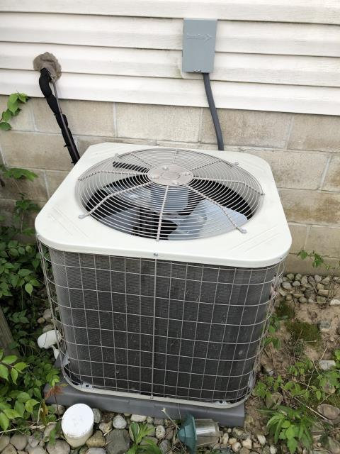 Groveport, OH - Performing a diagnostic on the Customer's 2016 Payne Air Conditioner unit.