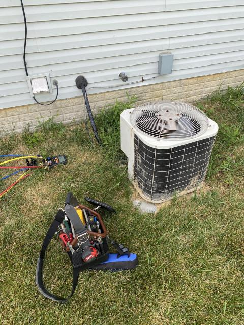 Groveport, OH - Found Bryant AC low on refrigerant. Customer opted to replace it with Carrier equipment. Pictured below is the Bryant AC.