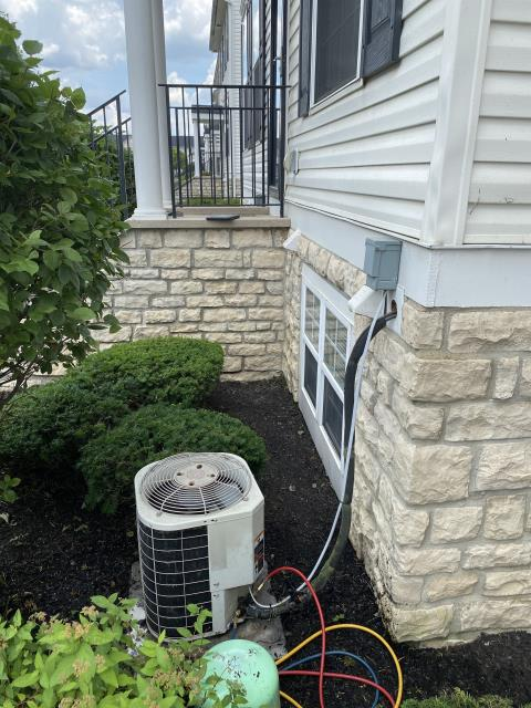 Blacklick, OH - I added 4 pounds of Refrigerant R-22 Freon  into the 2004 Bryant
