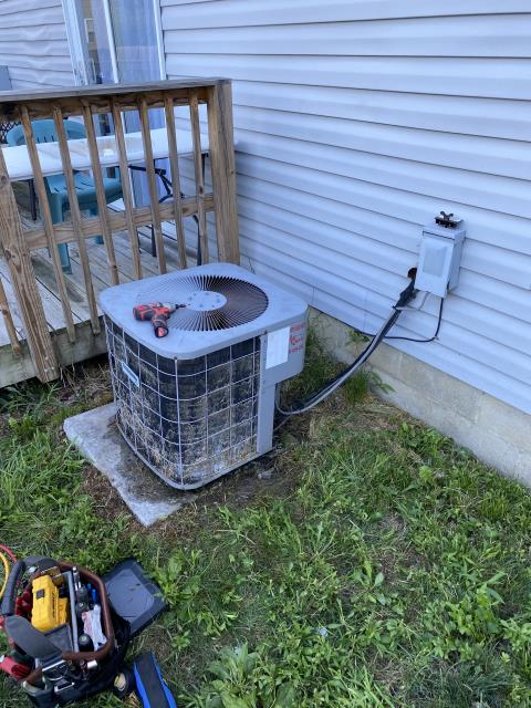 Canal Winchester, OH - on arrival customer stated outside 2001 Comfortmaker unit will make loud noises and is not cooling. I turned condenser fan motor over, found a slight movement in shaft, motor very hot, capacitor reading.  turned condenser fan motor over, found a slight movement in shaft, motor very hot, capacitor reading