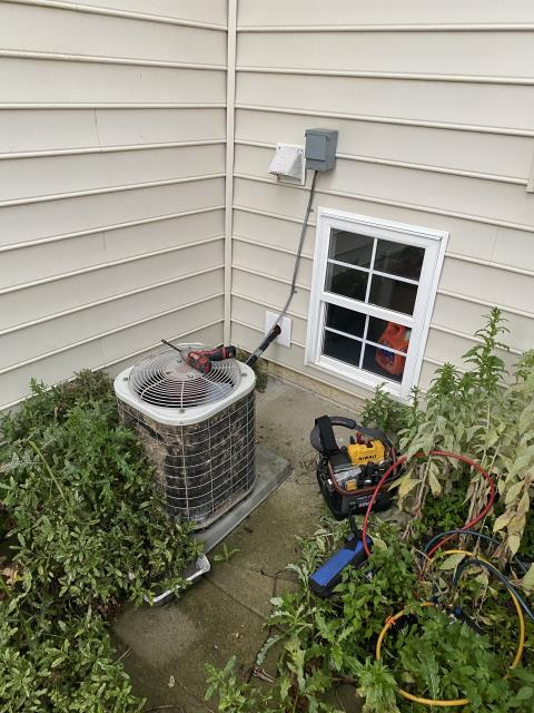 New Albany, OH - I Replaced the Compressor-Motor Surge Capacitor on a 2005 Bryant