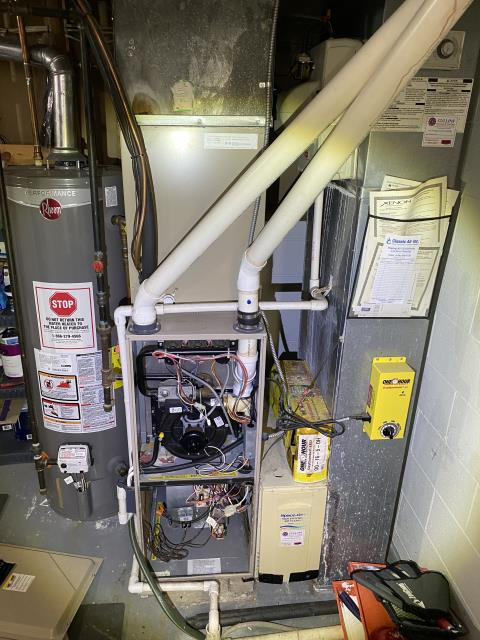 Groveport, OH - Performed our Safety Check and Tune-up on a 2002 Xenon Gas Furnace. Unit is working within Manufacturers Guidelines
