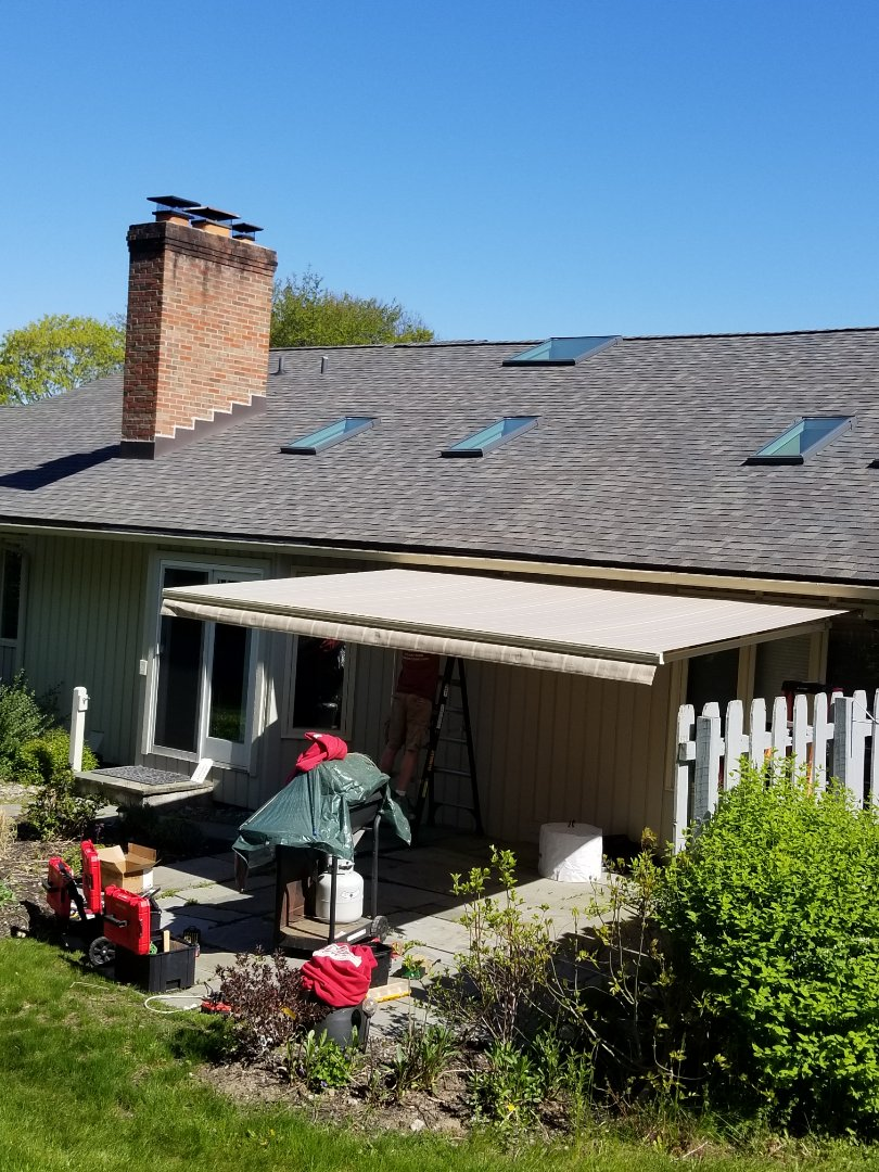 Fayetteville, NY - Retractable awning