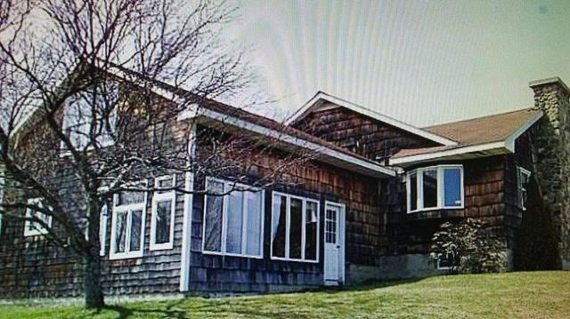 Manlius, NY - Brand new seamless gutters installed on this home earlier this week!