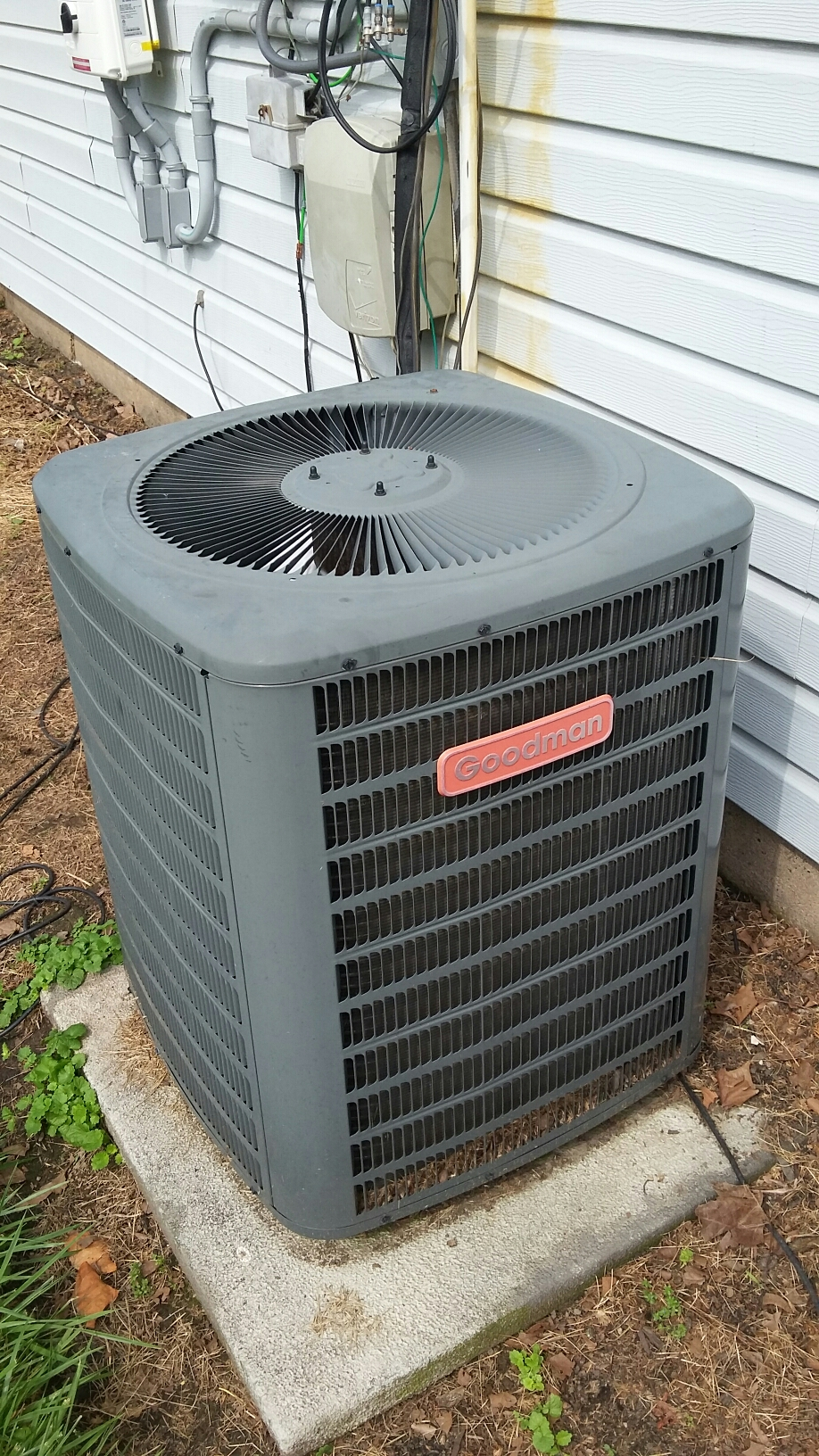 Yardley, PA - Performed a ac maintenance on a Goodman Gsc1302 split system.