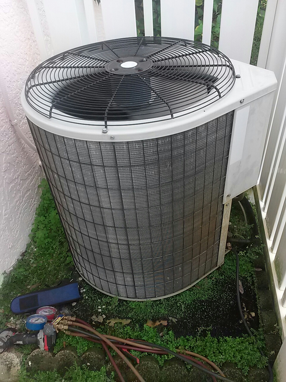 Malabar, FL - Perform bi-annual preventative maintenance on a Payne air conditioning system.