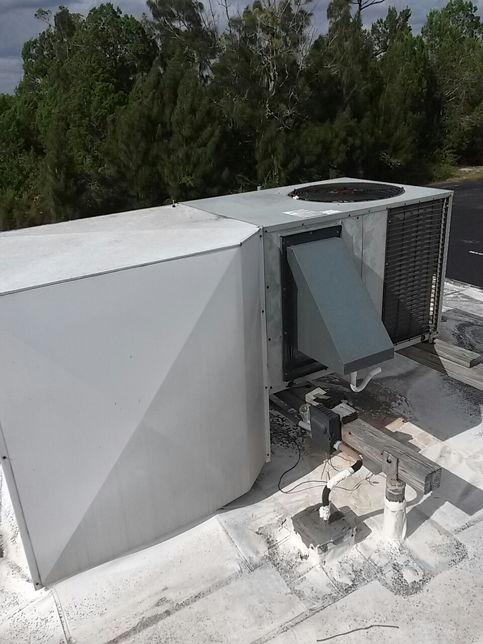 Sebastian, FL - Air conditioning service call and repair on commercial rooftop package-unit.