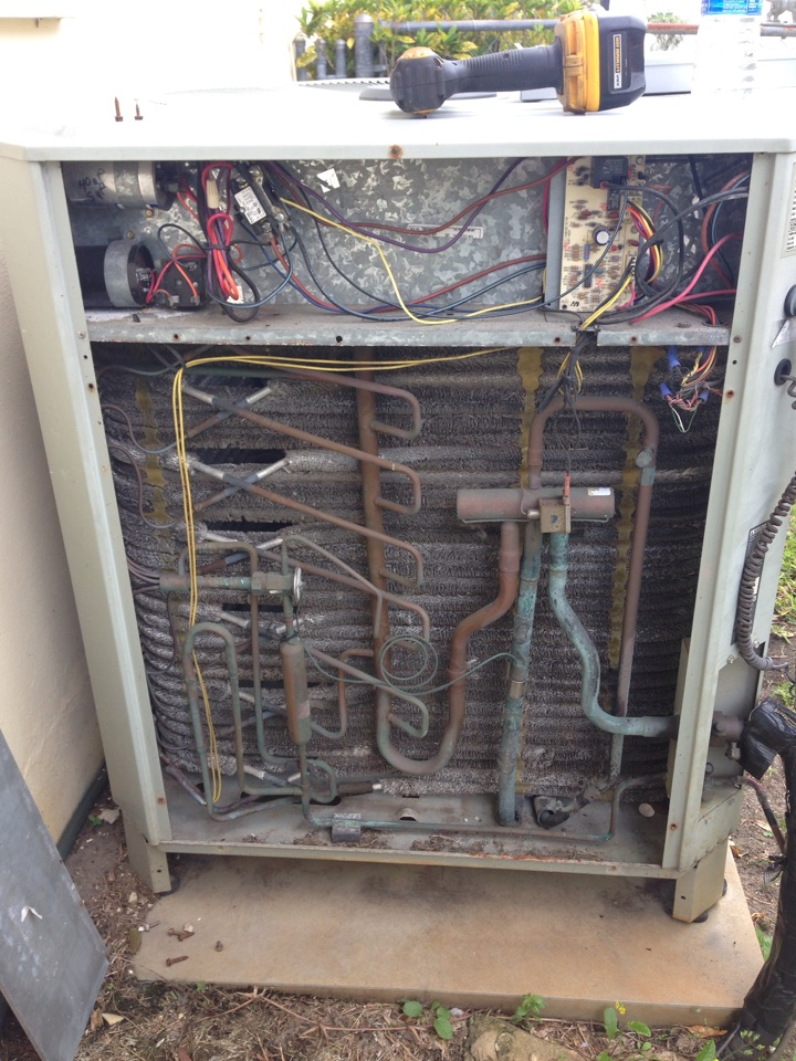 Cocoa, FL - Perform preventative maintenance annual tune-up on 3-ton Trane air conditioning system.