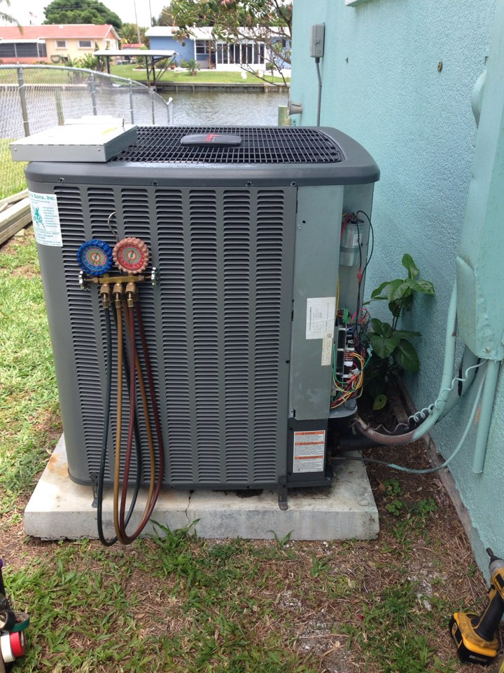Merritt Island, FL - Perform prepaid preventative maintenance annual tune-up on 5-ton Goodman straight-cool air conditioning system.