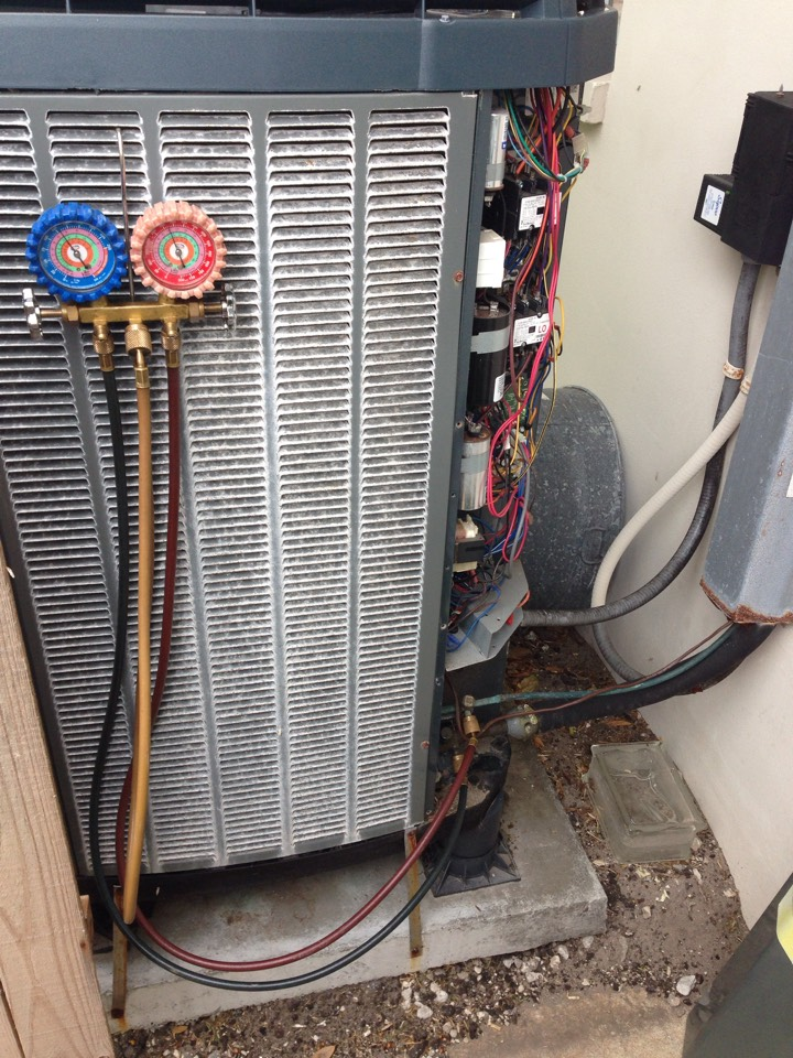 Indialantic, FL - Perform preventative maintenance annual tune-up on 4-ton Trane XL20i straight-cool air conditioning system.