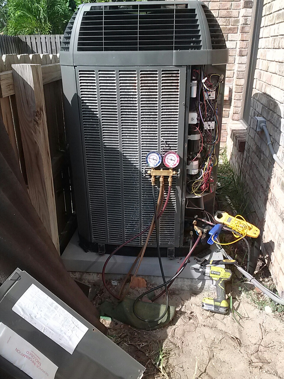 Indialantic, FL - Residential air conditioning system dialing in the r22 refrigerant charge