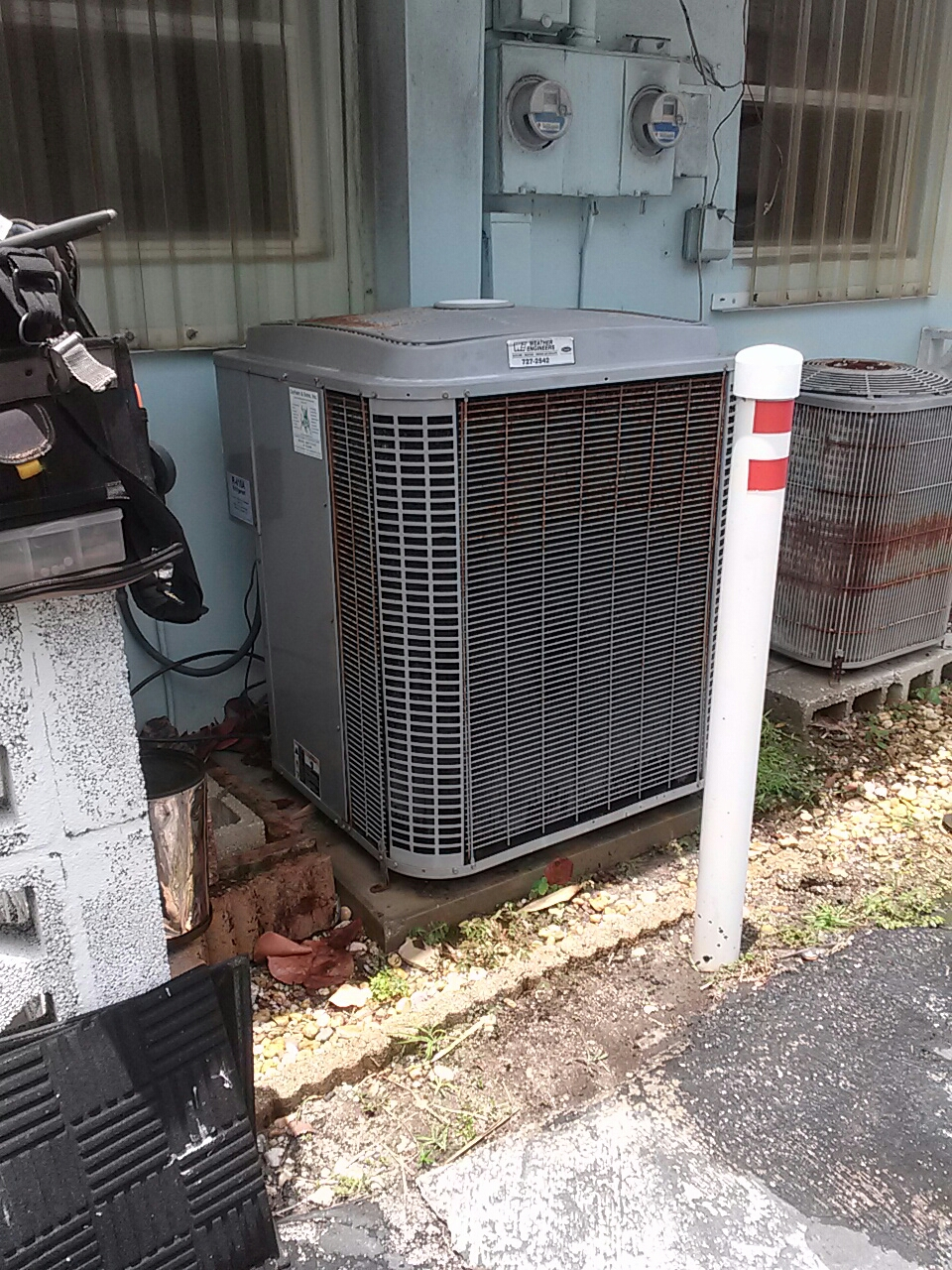 Indialantic, FL - Commercial air conditioning system chemical clean condenser coil