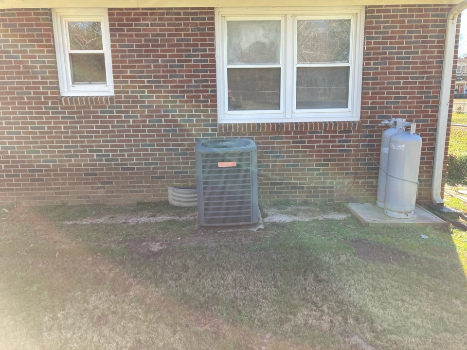 Laurens, SC - Stopped in to give a homeowner a quote on a new system replacement in a neighborhood in South Carolina