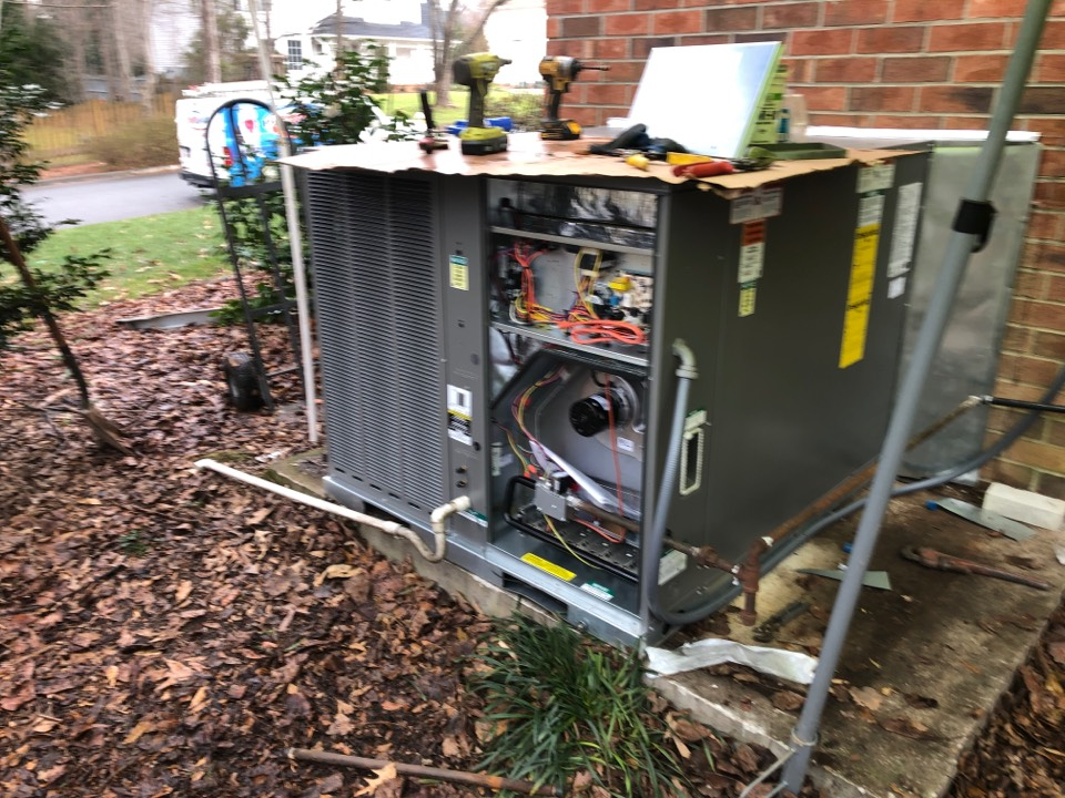 Greer, SC - Replace gas pack.