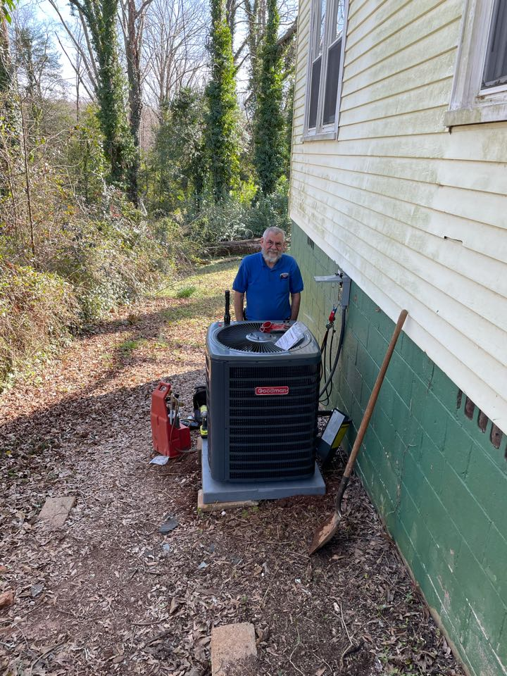 Greenville, SC - One of our amazing Service Techs installed a 2 ton heat pump in the city of Greenville.