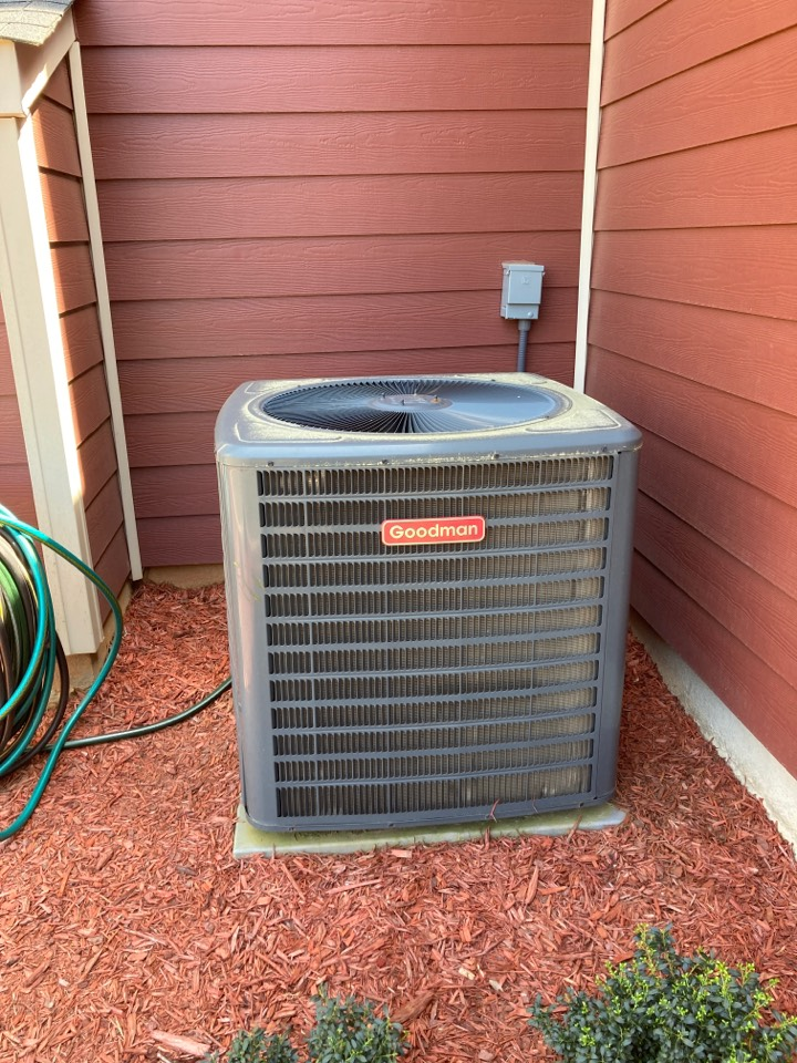 Fountain Inn, SC - Preforming Preventive maintenance on heat pump system