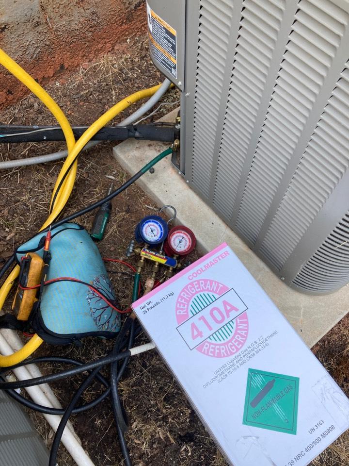Fountain Inn, SC - Recharging Lennox heat pump system