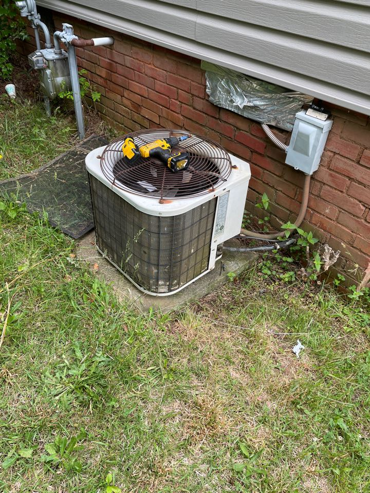 Travelers Rest, SC - Installing a new HVAC system for a homeowner